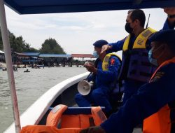 Satpol Air Polres Sergai Jaga masyarakat di Pinggir Pantai