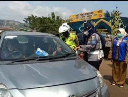 Viral di media sosial, Petugas Tetap Sabar di Marahi Wisatawan