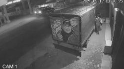 Beraksi Di Waktu Sepi,Satu Maling Tertangkap Basah CCTV,Saat Mencoba Mencuri  Mobil box L300